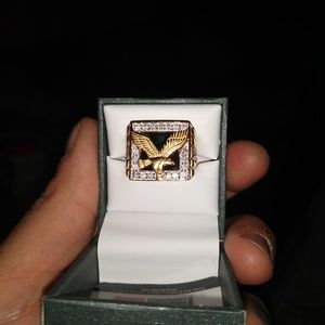 10kt gold diamond crusted eagle ring size. 10